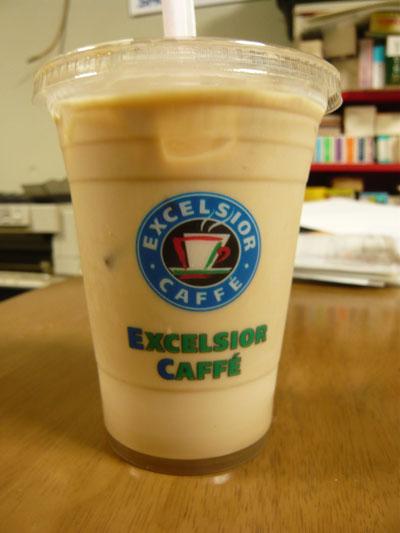 EXCELSIOR CAFFE のアイスラテ(M)